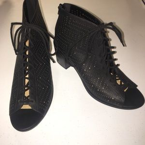 Soda ankle bootie with heel and lace up back 10